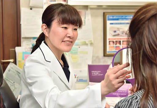 伊藤Dr/形成外科専門医の資格を有する皮膚科医です。